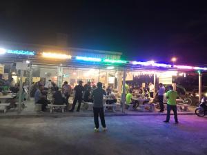 เซ้งด่วน!! ร้านบุฟเฟต์หมูกะทะ & ซีฟู้ด ติดเซเว่น @ริมถนนลาดพร้าววังหิน 46 ( แขวงลาดพร้าว )